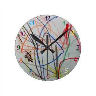 horloge colorée heureuse d'amusement