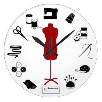 Horloge de couture de temps d'aiguille et de fil