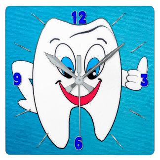 Horloge de dentiste - dent et sélections heureuses