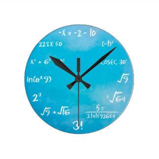 Horloge de jeu-concours de maths - bleu d'horloge