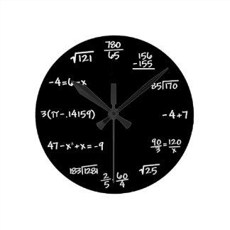 Horloge de tableau de maths - résolvez le temps