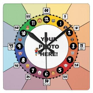 Horloge éducative pour des enfants (carré)