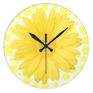 Horloge jaune de marguerite