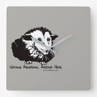 Horloge murale avec l'opossum