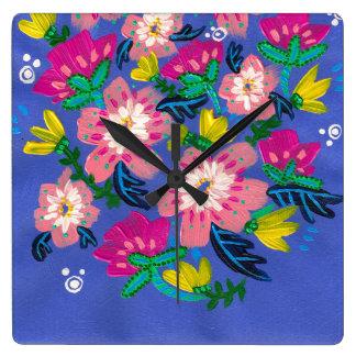 Horloge murale carrée de fleurs roses