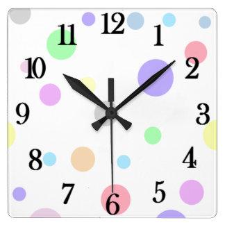 Horloge murale carrée en pastel de motif de point