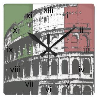 Horloge murale carrée romaine de Colisé et de drap