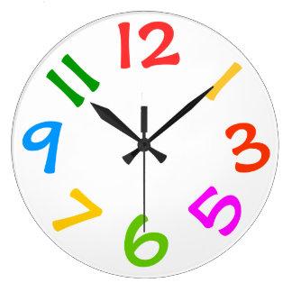 Horloge murale colorée de pièce d'enfants