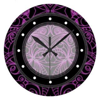 Horloge murale dessinant le résumé floral