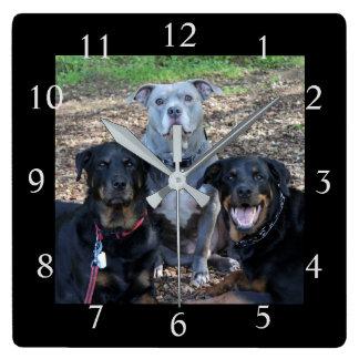 Horloge murale d'image de famille de chienchien