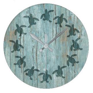 Horloge murale en bois de motif de Hatchling de