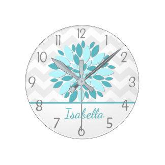 Horloge murale grise de crèche de fleur de dahlia