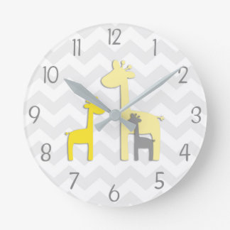 Horloge murale grise jaune de crèche de girafe