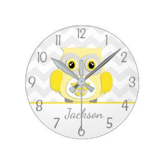 Horloge murale grise jaune de crèche de hibou