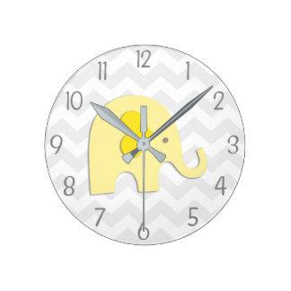 Horloge murale grise jaune de crèche d'éléphant