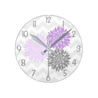 Horloge murale grise pourpre de crèche de fleur de