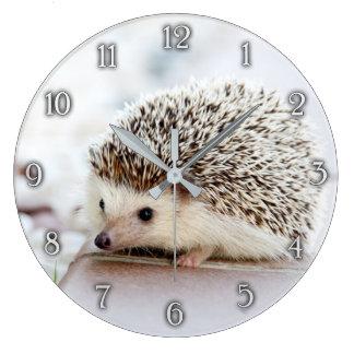 Horloge murale mignonne de hérisson de bébé