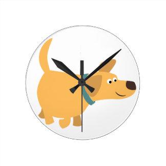 Horloge murale mignonne de Labrador de jaune de