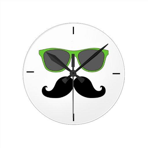 Horloge murale noire de lunettes de soleil de vert  Zazzle
