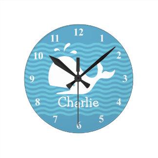 Horloge murale nommée de bébé avec la baleine
