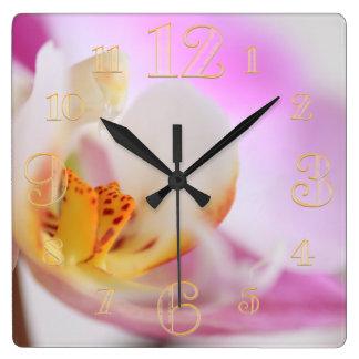 Horloge murale rose de macro d'orchidée