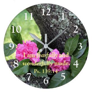 Horloge murale rose de psaume d'oeillets