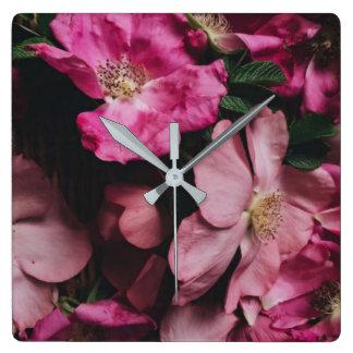 Horloge murale rose pourpre de fleurs de roses