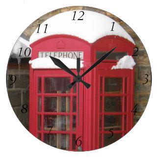 Horloge murale rouge de boîte de téléphone avec