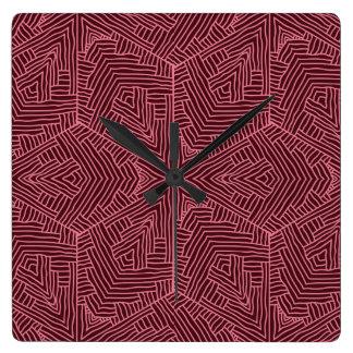 Horloge murale rouge foncé