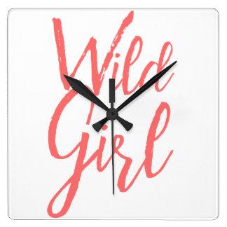 Horloge murale sauvage de féministe de fille