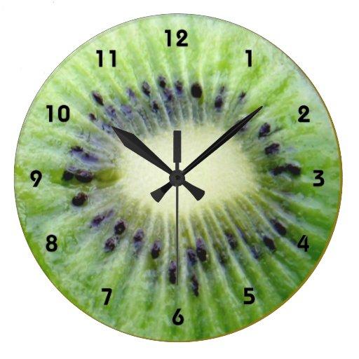 Horloge murale verte de kiwi avec des nombres