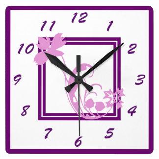 Horloge murale violette de cadre de fleur