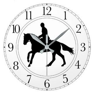 Horloge noire et blanche de dressage