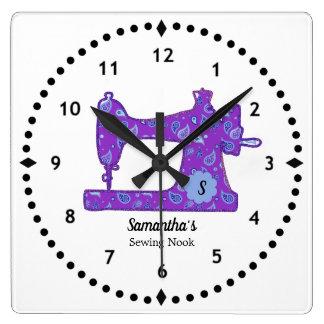 Horloge pourpre de machine à coudre de Paisley