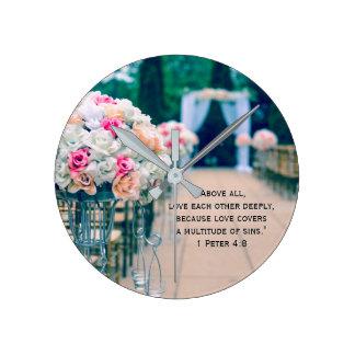 Horloge Ronde Amour de bouquet de fleur et vers de bible de