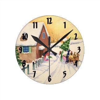 Horloge Ronde Arbre de Noël vintage sur une route d'hiver de