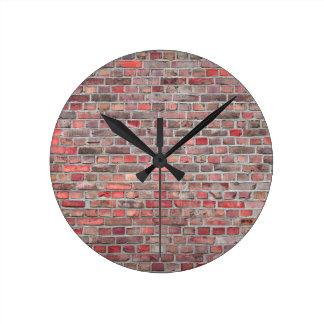 Horloge Ronde arrière - plan de mur de briques - pierre vintage
