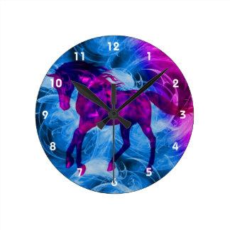 Horloge Ronde Art noir galopant ardemment d'animal de cheval