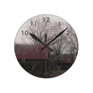 Horloge Ronde Automne rustique de scène d'hiver de grange de
