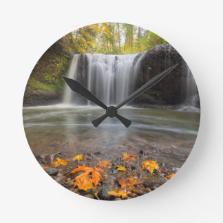 Horloge Ronde Automnes cachés dans l'automne de Clackamas Orégon