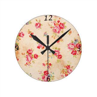 Horloge Ronde Beaux roses vintages et d'autres fleurs