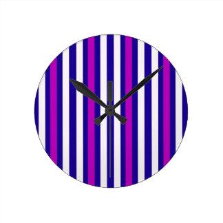 Horloge Ronde Blanc bleu pourpre vertical de rayures