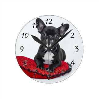 Horloge Ronde Bouledogue noir et blanc Terrier sur le coussin
