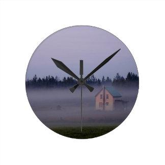 Horloge Ronde Brouillard de matin d'île, île de St Joseph