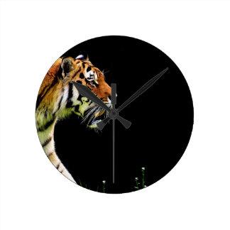 Horloge Ronde Chat dangereux de fourrure prédatrice de tigre