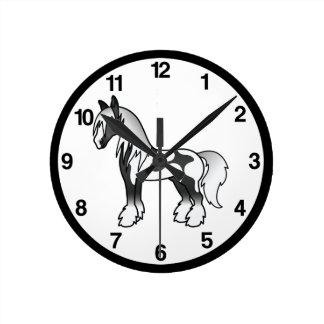 Horloge Ronde Cheval gitan de Vanner Shire de bande dessinée pie