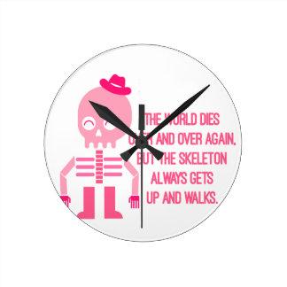 Horloge Ronde Citations mignonnes de squelette