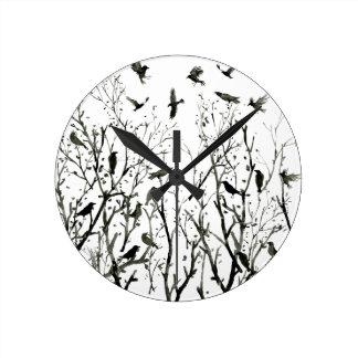 Horloge Ronde Corneilles d'aquarelle en bois au noir de nuit