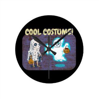 Horloge Ronde Costume de fantôme et de squelette