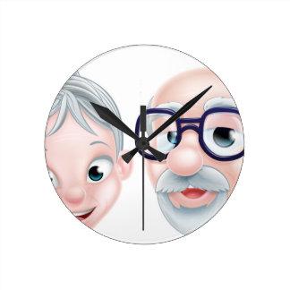 Horloge Ronde Couples pluss âgé heureux de bande dessinée